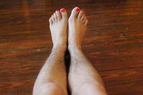 Tại sao lông chân mọc nhiều ở nữ? Lông chân nhiều có ý nghĩa gì? (Dành cho nữ giới)