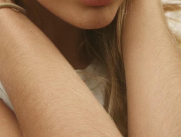 phụ nữ râm lông