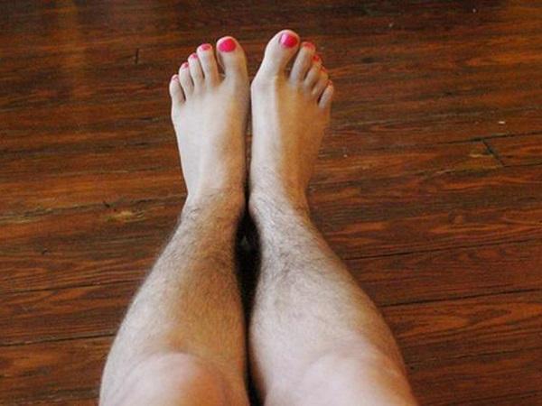 Đôi chân trở nên rậm lông của Quỳnh Chi