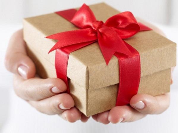 Cậu con trai tặng quà 20/10 cho mẹ là một gói triệt lông vĩnh viễn và câu chuyện xúc động đằng sau