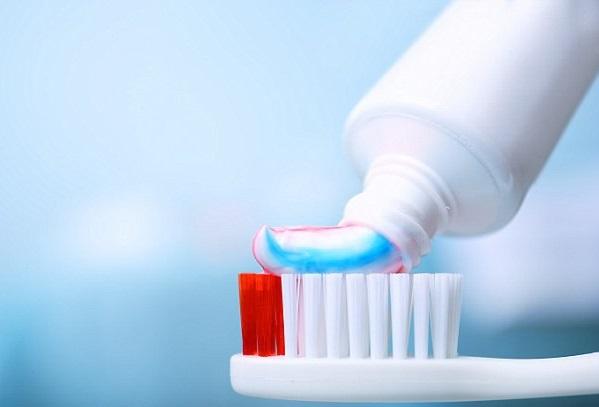 tẩy ria mép bằng kem đánh răng, cách triệt ria mép bằng kem đánh răng, trị ria mép bằng kem đánh răng, cách tẩy ria mép bằng kem đánh răng, triệt ria mép bằng kem đánh răng
