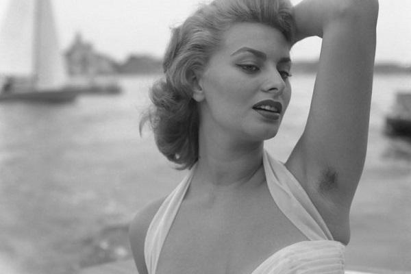 Phụ nữ có nhiều lông nách nói lên điều gì? Liệu phụ nữ có nên để nhiều lông nách?