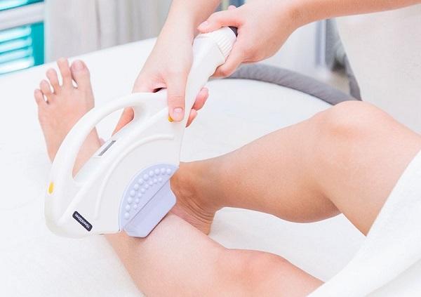 Triệt lông chân bằng công nghệ Nano Light có đau không