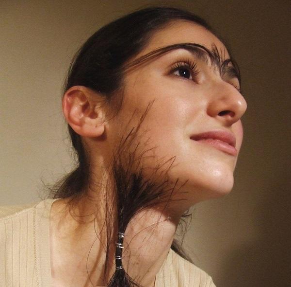 Mọc 1 sợi lông dưới cằm có ý nghĩa gì? Phụ nữ có râu mọc dưới cằm thì sao?