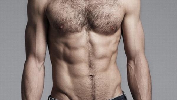 Triệt lông bụng nam giới nên hay không?