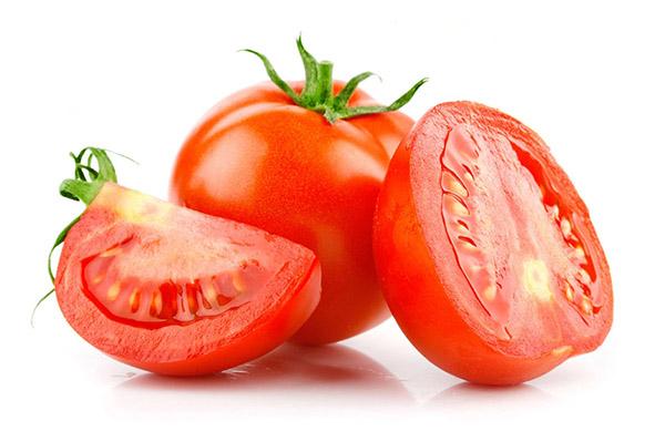 tẩy ria mép bằng cà chua