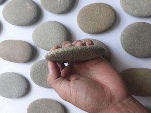 tẩy lông chân bằng đá mài, triệt lông chân bằng đá mài, cách tẩy lông chân bằng đá mài