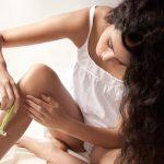 Làn da sáng mịn, đẹp tươi với cách tẩy lông chân bằng dầu xả