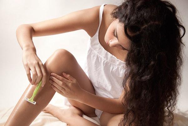 cách tẩy lông chân bằng dầu xả, cách cạo lông chân bằng dầu xả, tẩy lông chân bằng dầu xả, dùng dầu xả cạo lông chân, diệt lông chân bằng dầu xả, trị lông chân bằng dầu xả